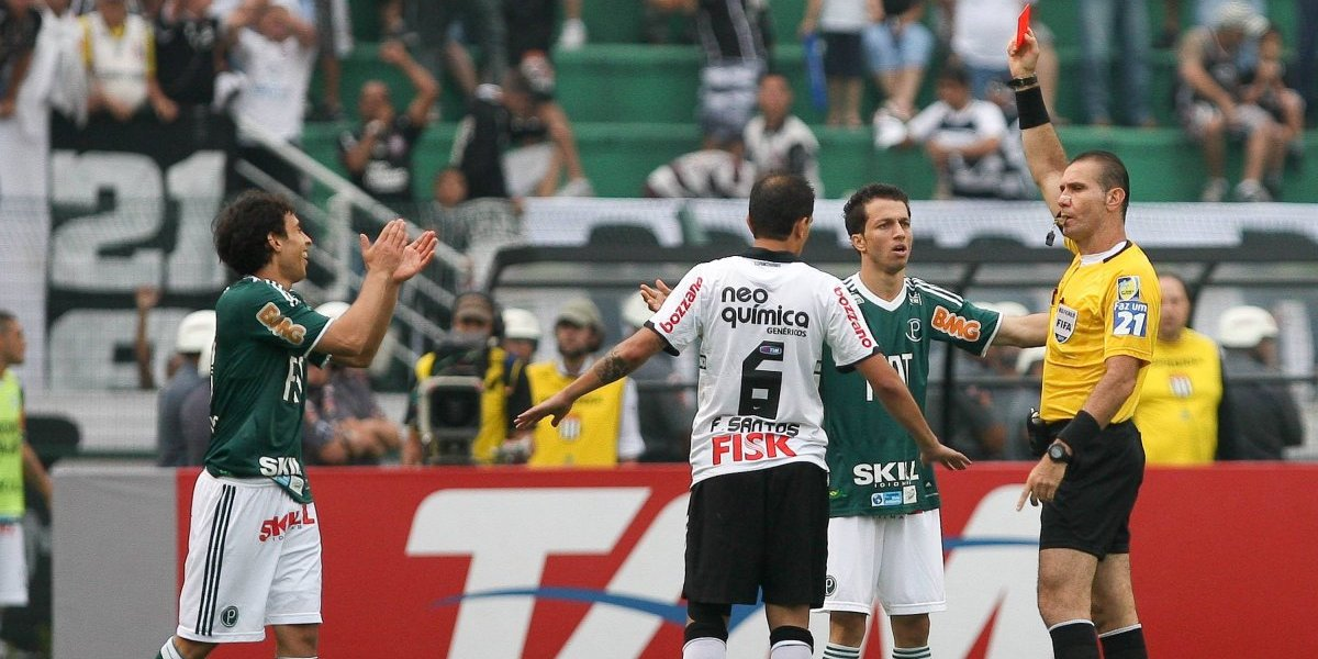 Gol, figura, lesiones, expulsión y polémicas: los momentos que marcaron a Valdivia ante Corinthians