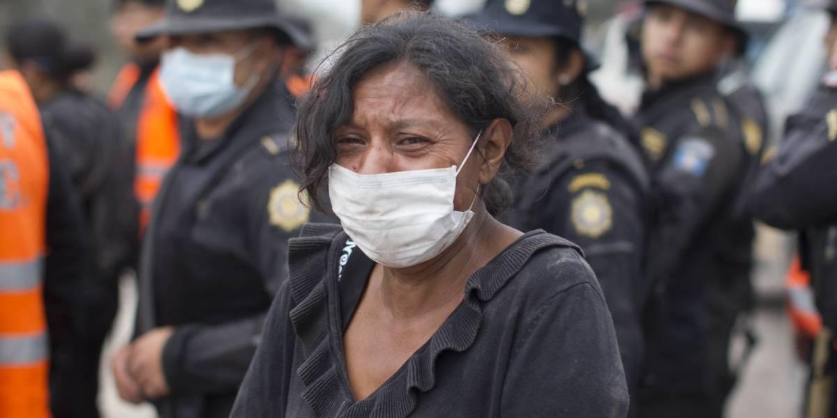 """""""La mayoría de los cuerpos están irreconocibles"""": la desesperada búsqueda de víctimas por la erupción del volcán en Guatemala"""