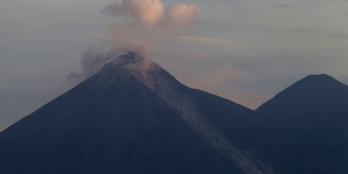 Volcán de Fuego en Guatemala registra entre 8 y 10 explosiones por hora