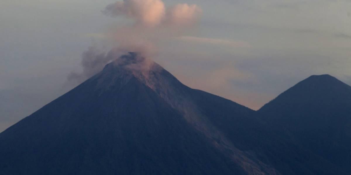 Alertan sobre incremento de actividad de volcán de Fuego en Guatemala