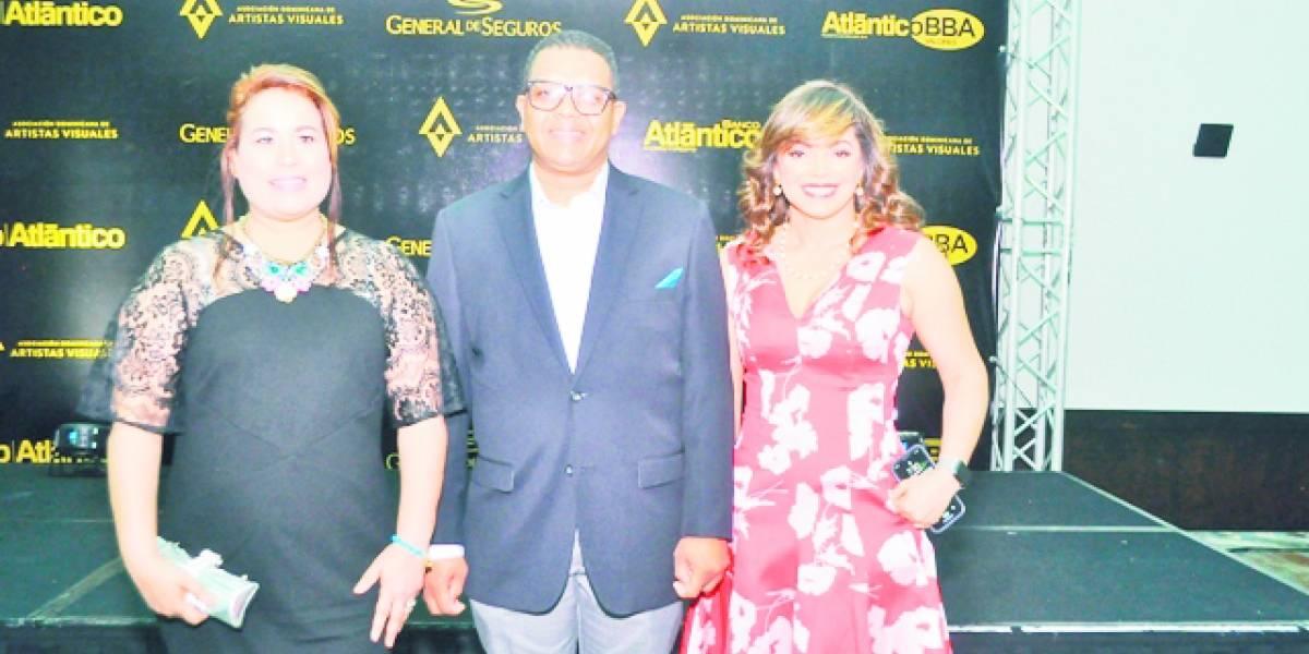 """Artistas visuales celebran su exposición """"Gala de la Materia y el Color"""""""