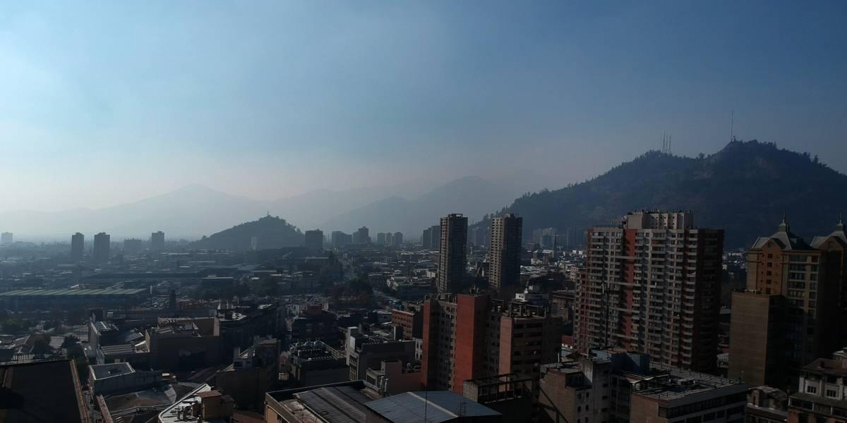 """Intendencia invoca la """"máxima cautela ciudadana"""": confirmada 13 ª alerta ambiental en la Región Metropolitana"""