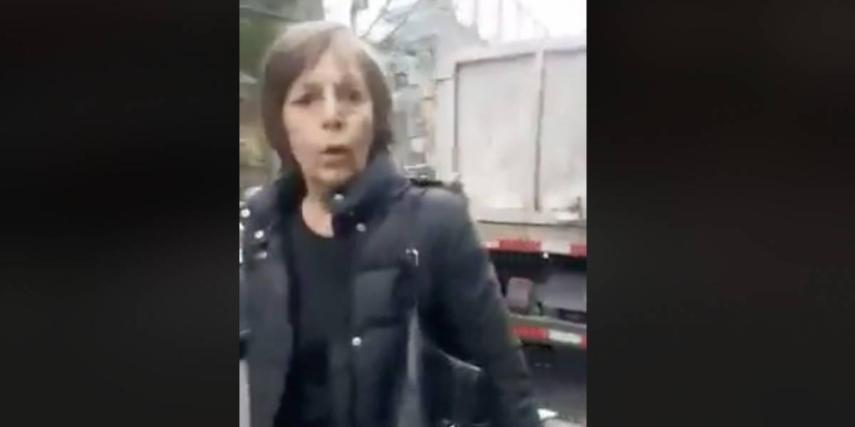 Maltrato en video: señora discrimina a personal de aseo de Las Condes y se hace viral