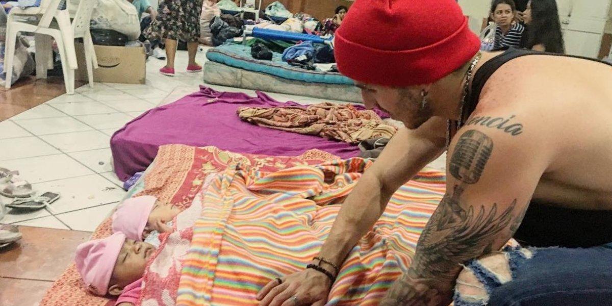 El cantante guatemalteco Ale Mendoza reúne víveres y visita albergues en Escuintla