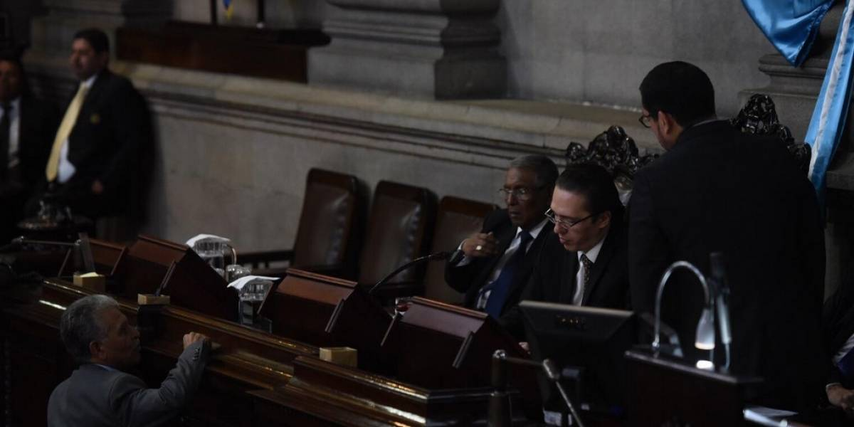 Comisión permanente presiona por ley que busca reactivar el transfuguismo