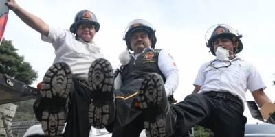 Bomberos reciben calzado nuevo