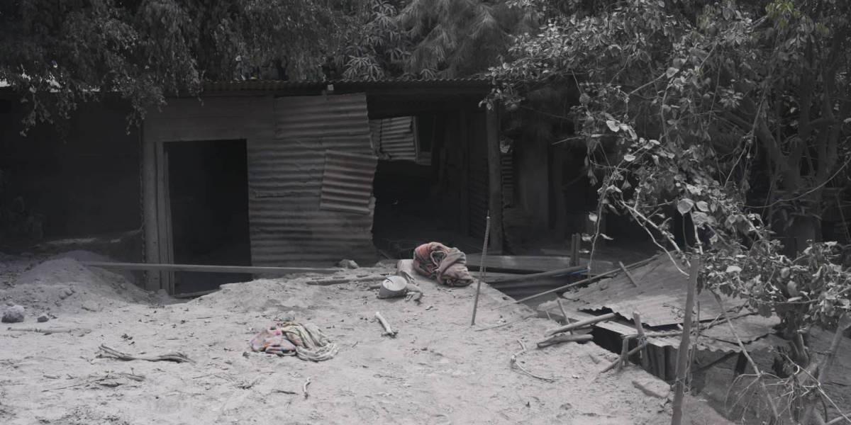 """Habitante de El Rodeo: """"Temo que se nos venga el deslave y nos agarre aquí cuidando nuestras casas"""""""