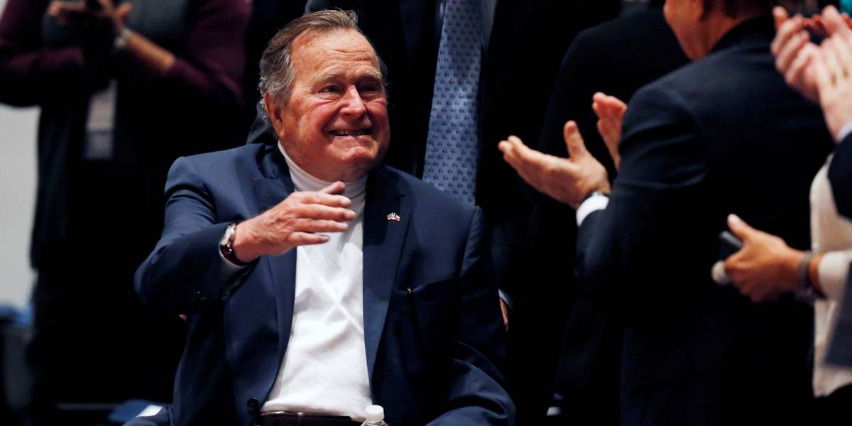 Ex-presidente George H. W. Bush recebe alta de hospital