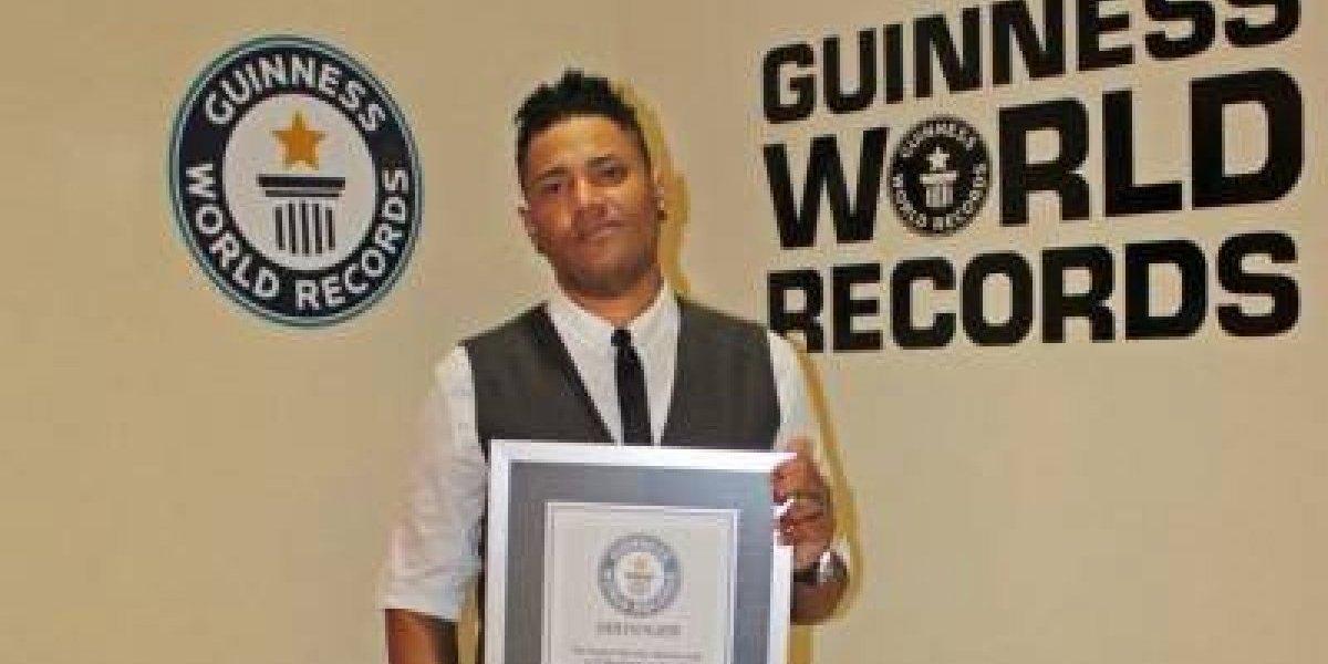 Artista dominicano rompe Henry G Record Guinness por canción maratónica