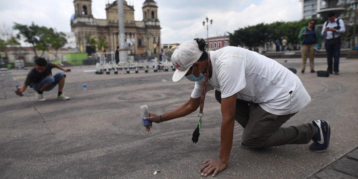 FOTOS. Realizan homenaje en arena para víctimas del volcán de Fuego