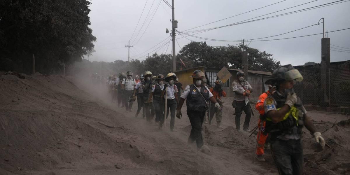 EN IMÁGENES. Rescatistas y familiares de soterrados no se darán por vencidos