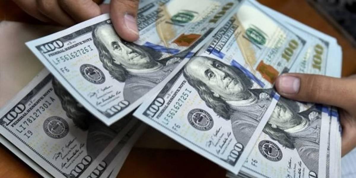 Dólar alcanza 20.82 pesos, nivel más alto en 16 meses