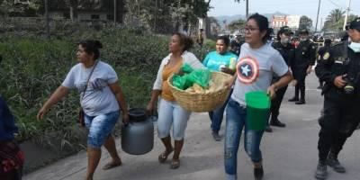 solidaridad por rescatistas que trabajan tras erupción del volcán de Fuego
