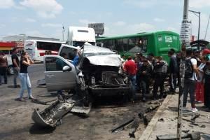 Carambola en El Tapatío deja con lesiones a 19 personas