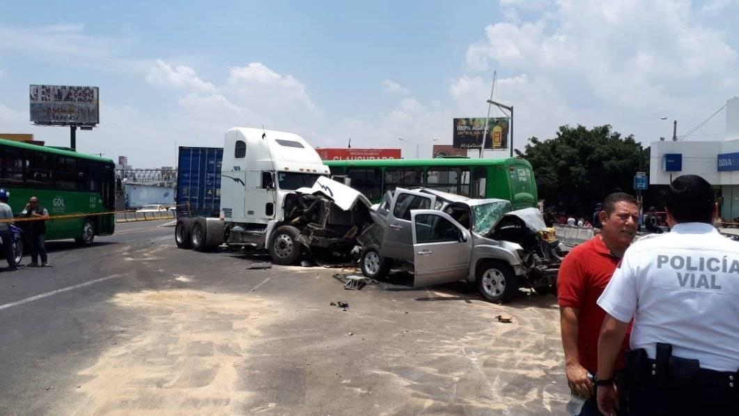 En 2010 se registró un percance en circunstancias similares, un trailer sin frenos embistió a 13 automotores y dejó 45 heridos. FOTOS: Cortesía Víctor Peralta