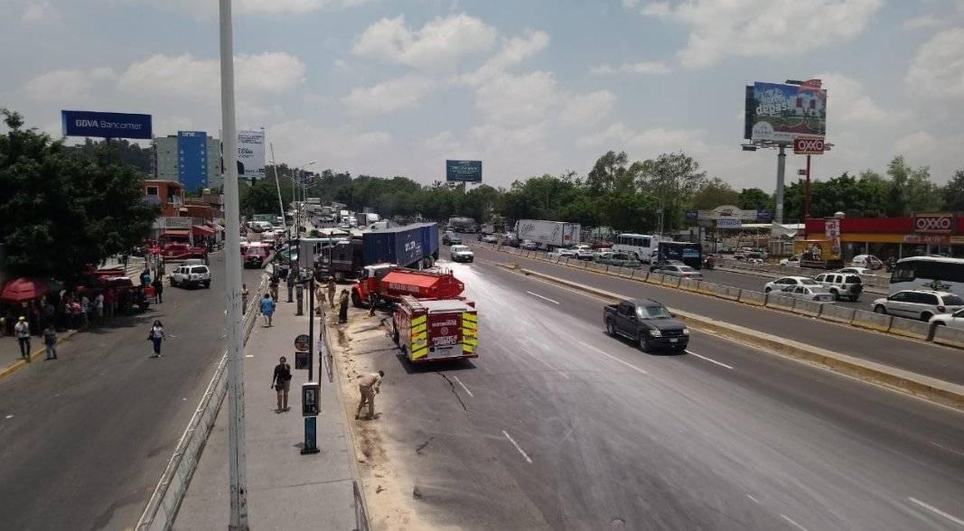 El incidente ha provocado el retorno de voces quienes demandan prohibir la entrada de vehículos de doble carga a la ciudad en horario diurno. FOTOS: Cortesía Víctor Peralta
