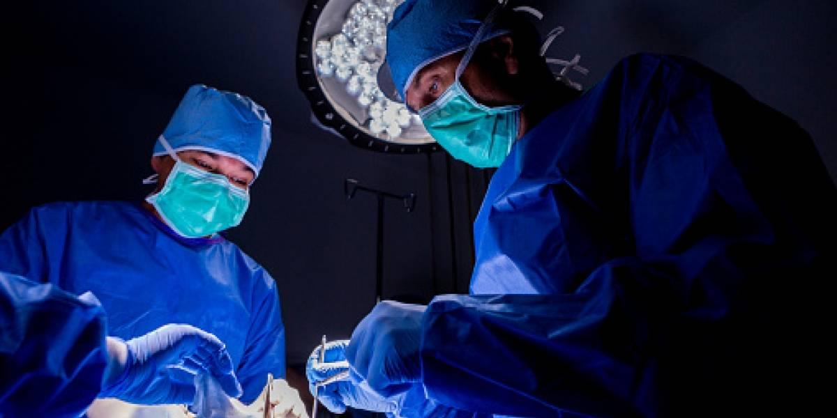 """""""Nos llaman las gárgolas"""": mejores amigas se realizaron cirugía plástica para quedar """"más bellas"""" y llevan 10 años con el rostro desfigurado"""