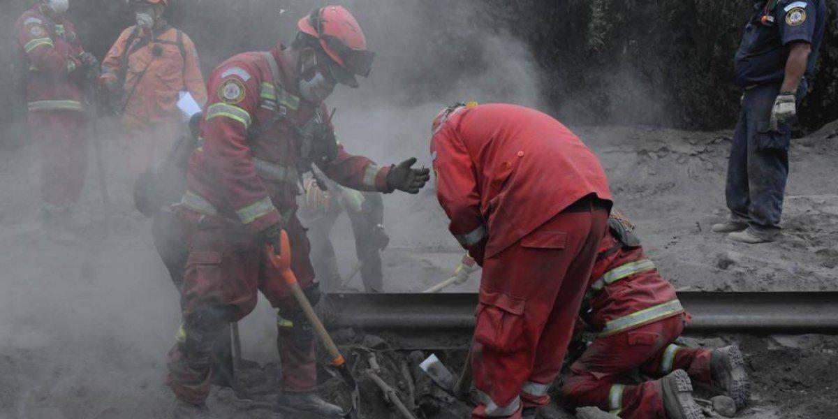 Suspenden definitivamente búsqueda de bomberos desaparecidos tras la erupción