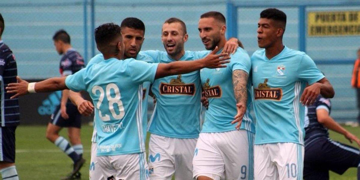 Mario Salas se vuelve a abrazar con su goleador en aplastante victoria de Sporting Cristal