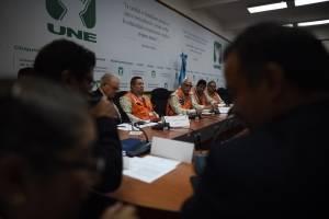 citación en la UNE con autoridades de Conred e Insivumeh por erupción del volcán de Fuego