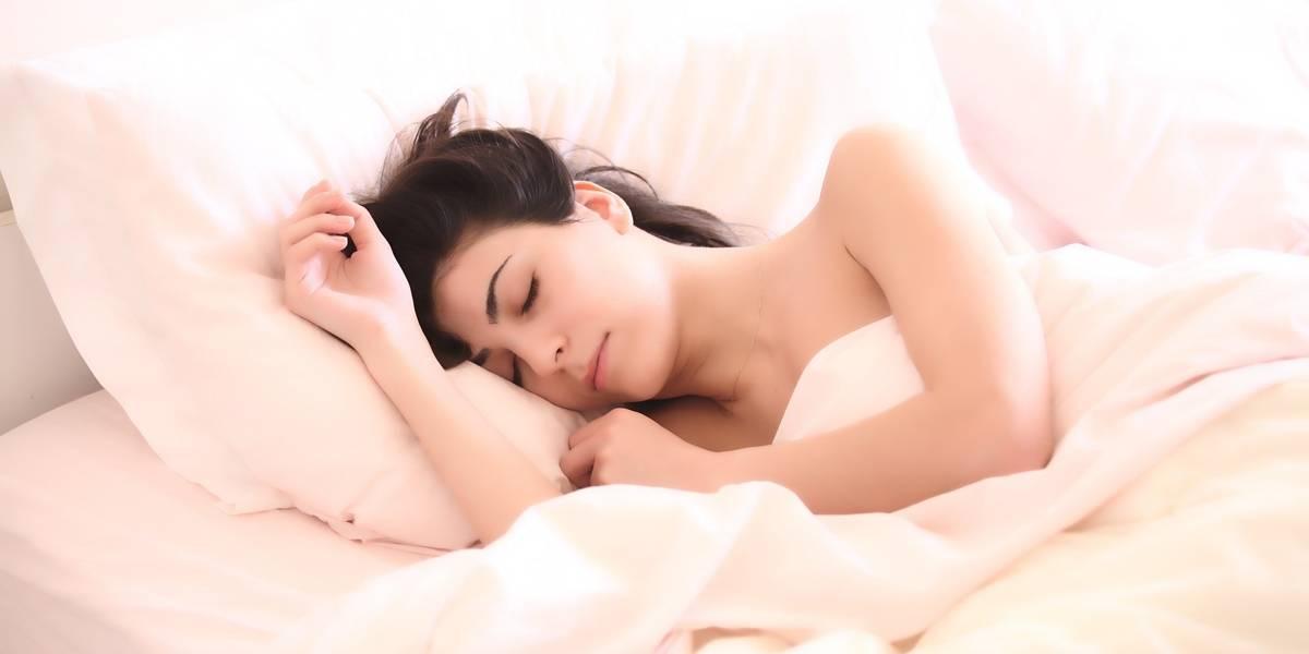 Dormir bem pode ser a chave do sucesso para um sexo melhor, garante terapeuta