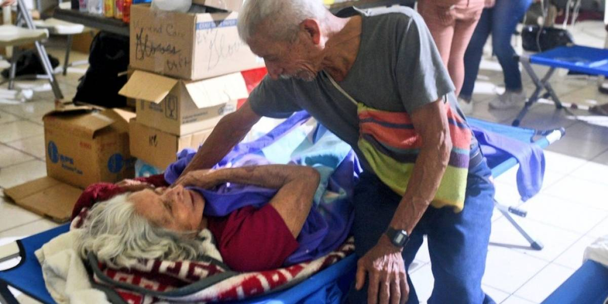 ¡Juntos, en las buenas y en las malas! La fotografía más conmovedora de unos damnificados del volcán de Fuego en Guatemala