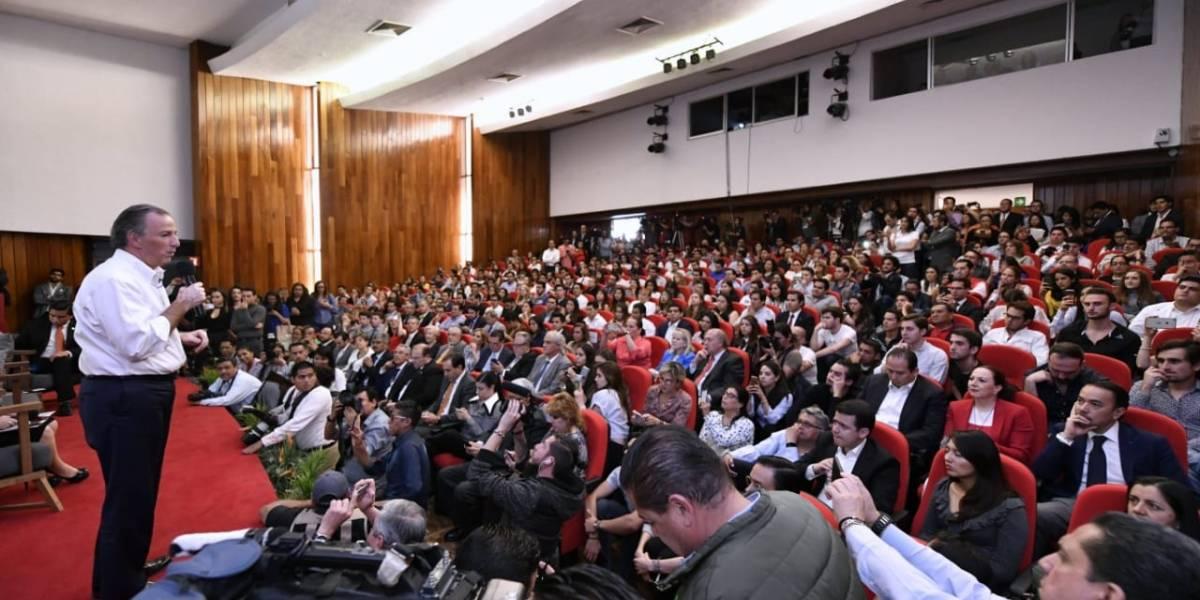 Meade se reúne con estudiantes en la Universidad Anáhuac