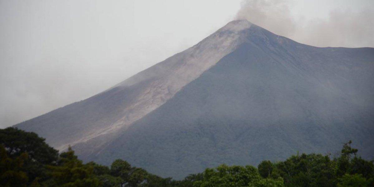 Desciende lahar fuerte del volcán de Fuego