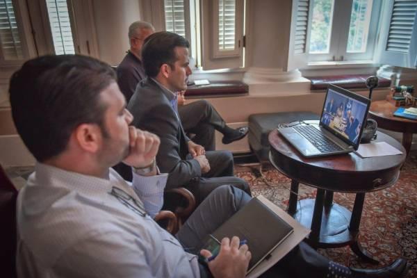 En el centro, el gobernador Ricardo Rosselló Nevares, acompañado del secretario del Departamento de Seguridad Pública, Héctor Pesquera; y el director ejecutivo de la Administración de Asuntos Federales de Puerto Rico (PRFAA, por sus siglas en inglés) en W