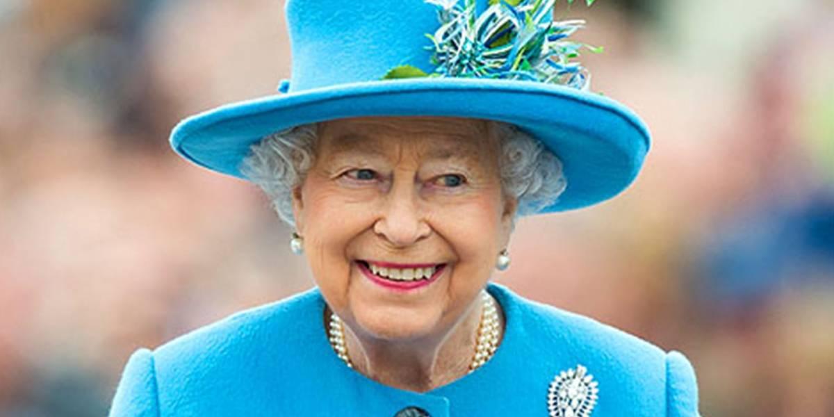 El extravagante y costoso regalo que le hizo la Reina Isabel II a Harry y Meghan