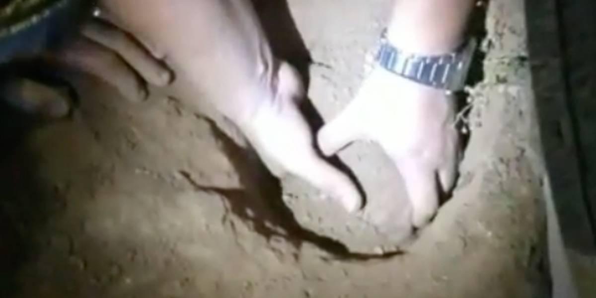 Bebê índia enterrada viva por seis horas é resgatada; veja o vídeo