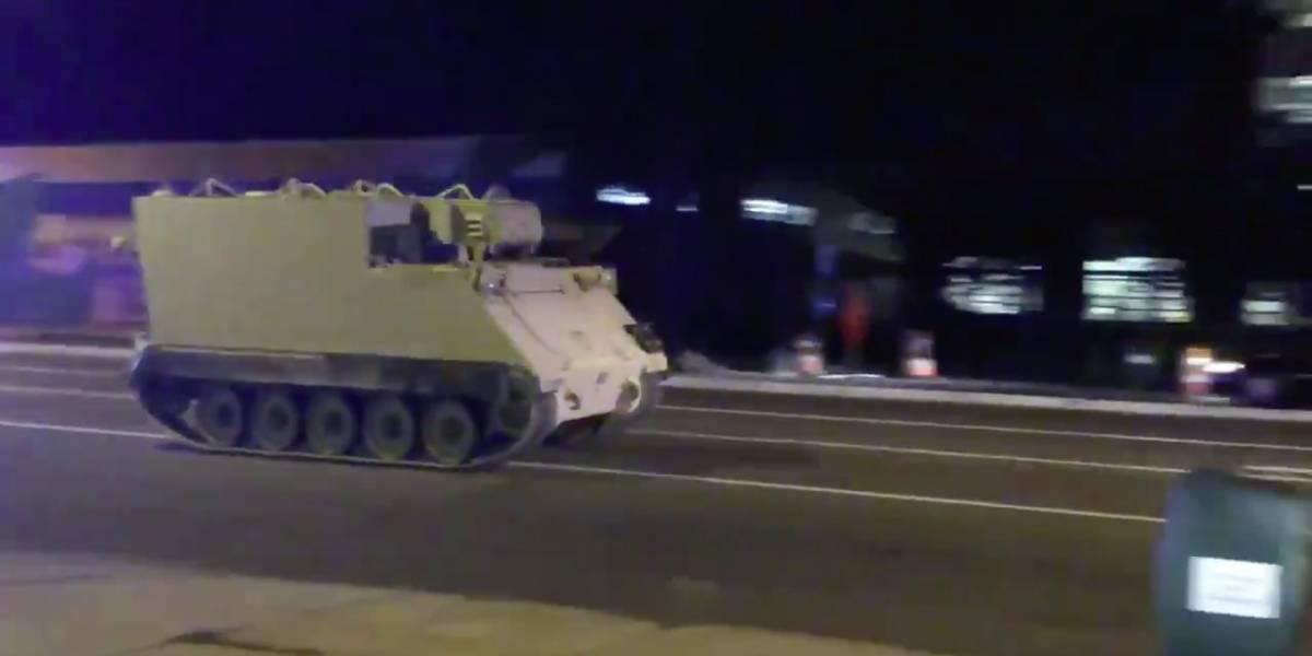 Homem rouba tanque de guerra e arrasta polícia por perseguição de 2 horas nos EUA
