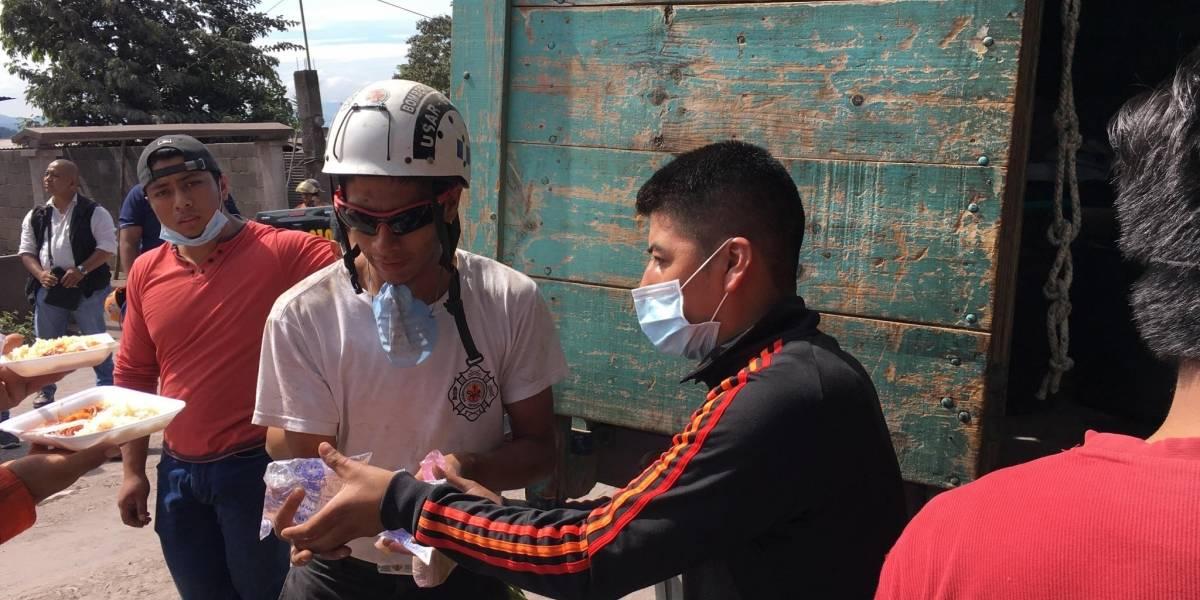 Vivieron un terremoto; ahora se solidarizan y viajan desde Chimaltenango para llevar comida a damnificados