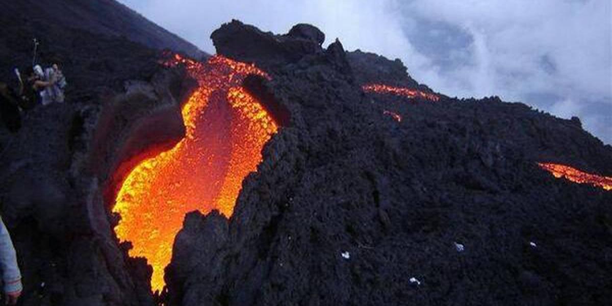 Insivumeh solicita restringir el ascenso al volcán Pacaya por flujo de lava