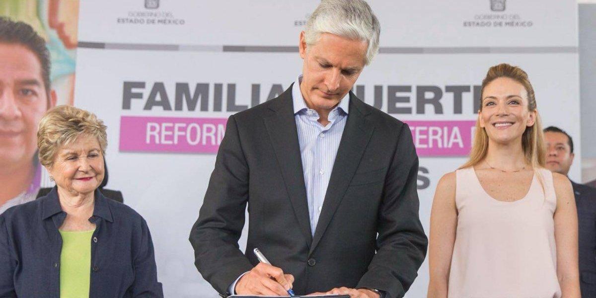 Del Mazo firma ley para agilizar proceso de adopciones en Edomex