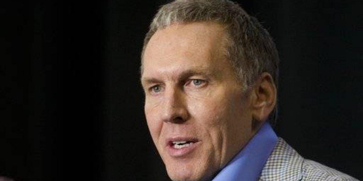 Renuncia presidente de Sixers por criticar a sus propios jugadores