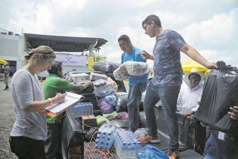 Guatemaltecos se unen y aumenta la ayuda en los diferentes centros de acopio en la capital. |alejandro garcía
