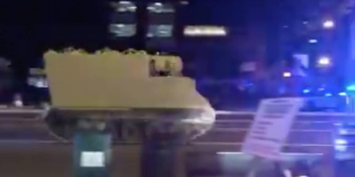 """""""Al más puro estilo del GTA"""": soldado roba un vehículo blindado e inicia épica persecusión por las calles de Virginia"""