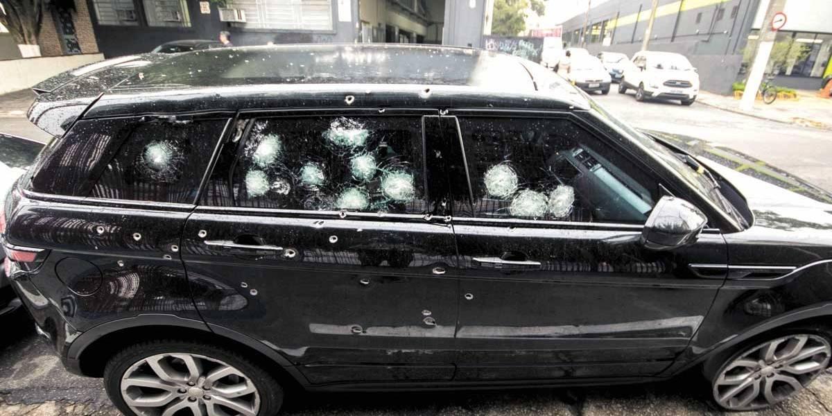 Vítimas reagem a assalto em frente a clube de tiro