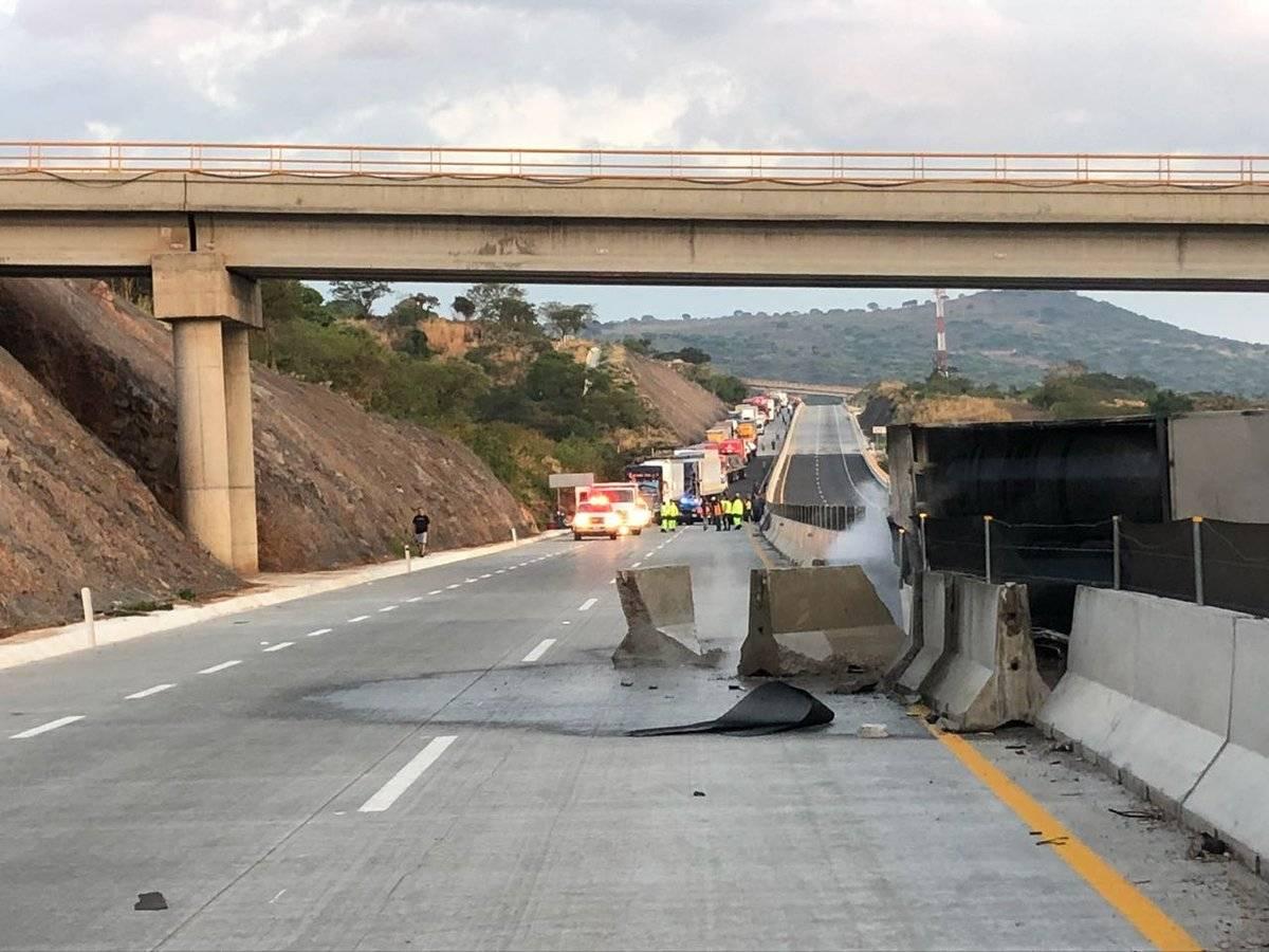 Accidente provoca la muerte de chofer de autobús en el Macrolibramiento