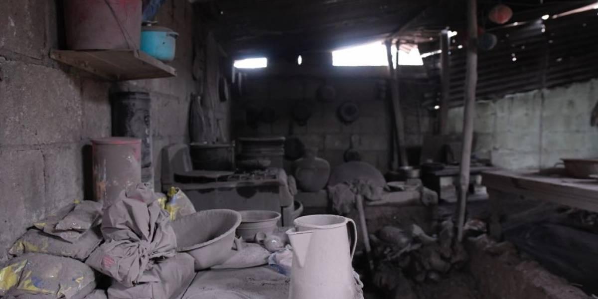En medio de la resignación por la pérdida humana, damnificados buscan valores y recuerdos entre los escombros