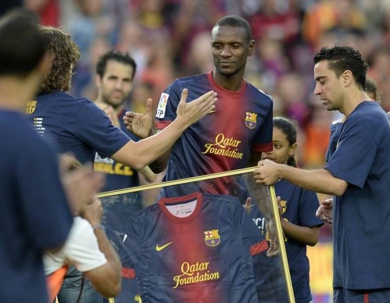 Abidal en sus últimos instantes con el Barça