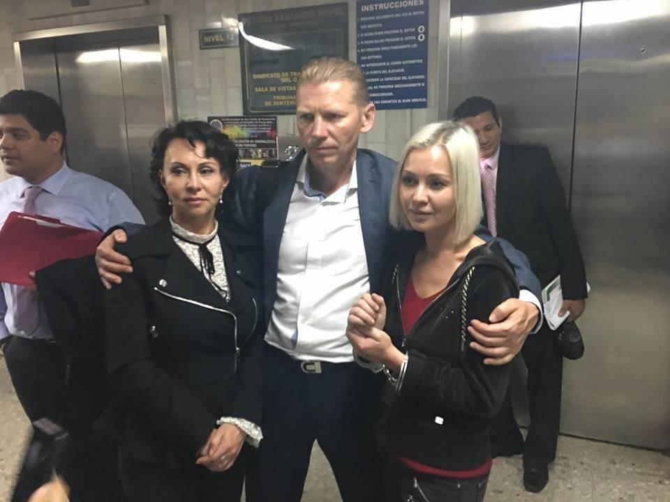 Los rusos Irina, Igor y Anastasia recuperan su libertad. Foto: Jerson Ramos