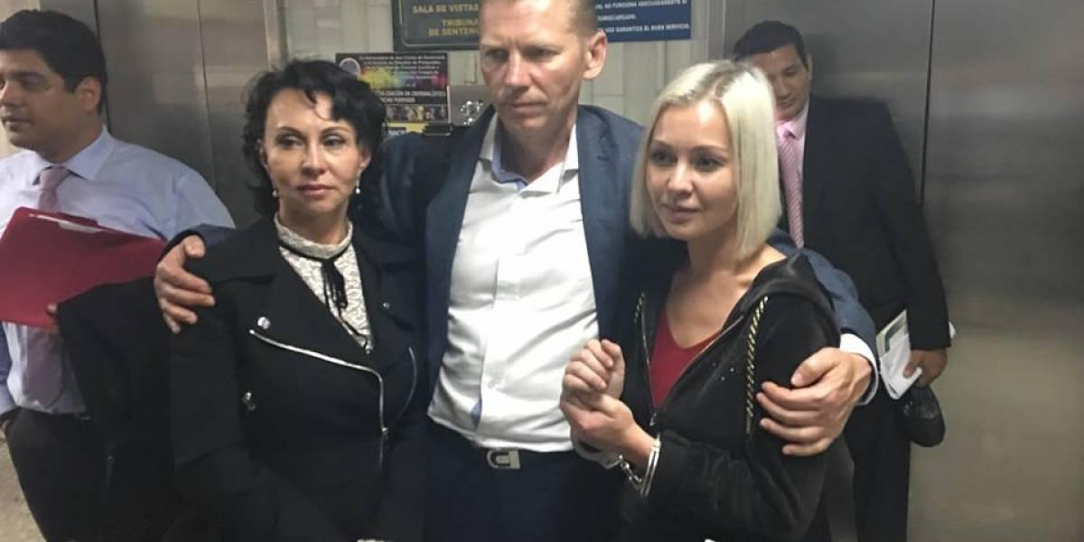 Irina y Anastasia Bitkova son beneficiadas con arresto domiciliario