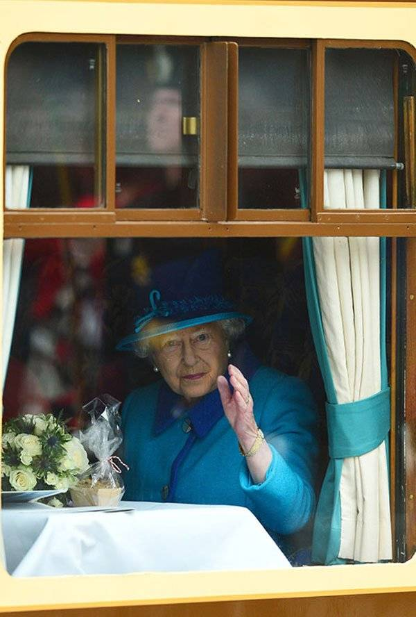 Isabel II Meghan Markle Invitación