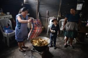 Bombero desaparecido durante rescate en volcán de Fuego