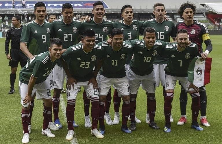 El equipo mexicano antes de su partido ante Escocia