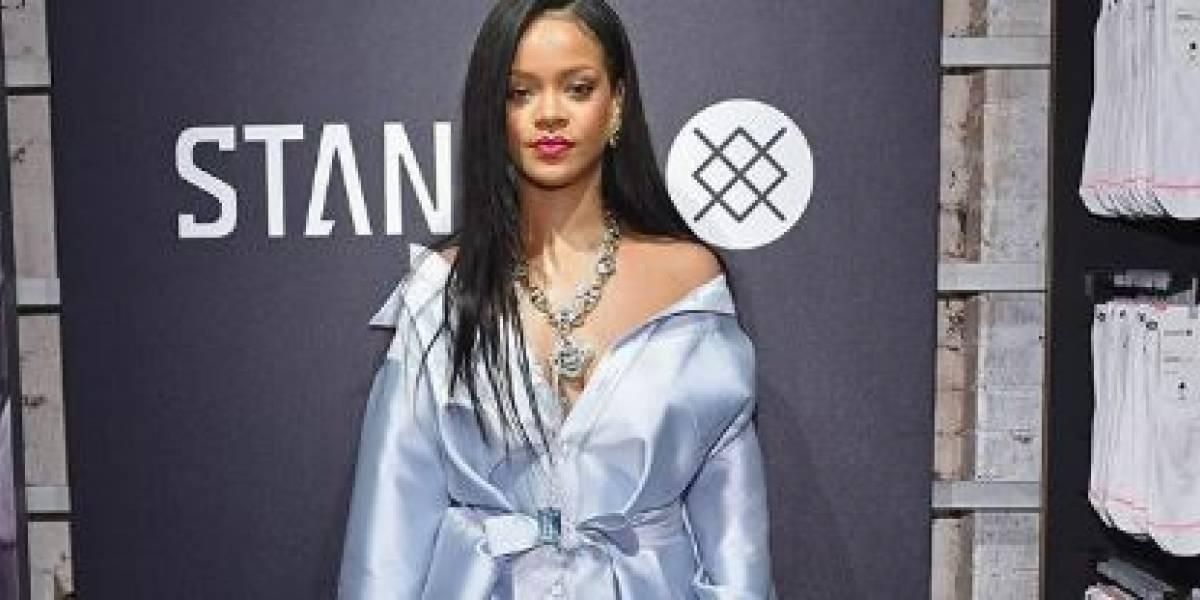 Rihanna participa de evento beneficente em Nova York