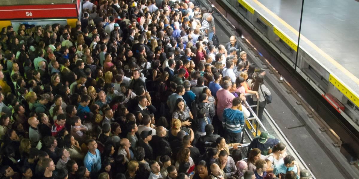 #LadySíQuepo: La insistencia de una mujer por subirse a un vagón  de metro completamente lleno causa la furia de los pasajeros