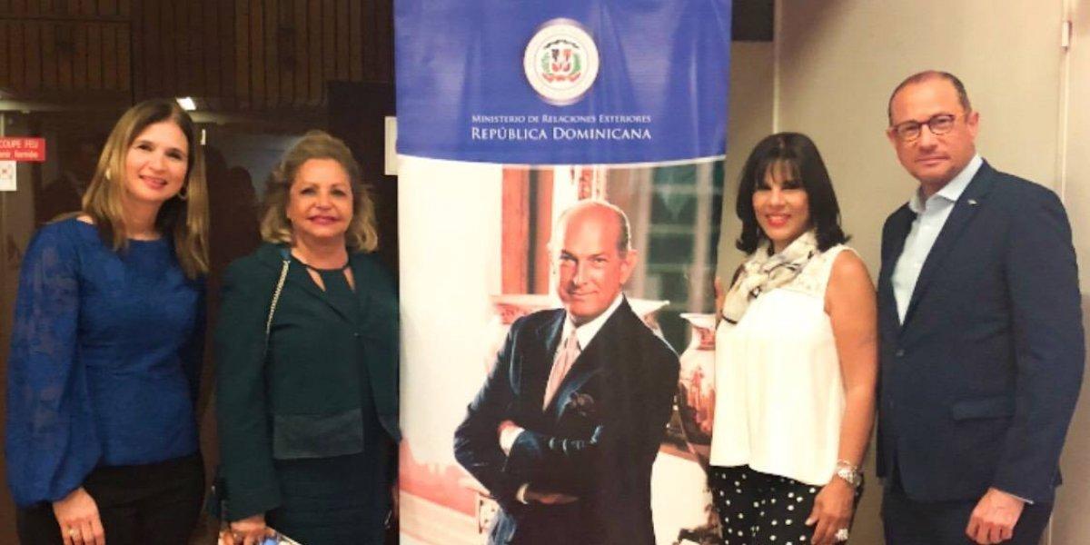 """Delegación RD presenta """"Premio Sr. Oscar de la Renta"""" en la UNESCO"""